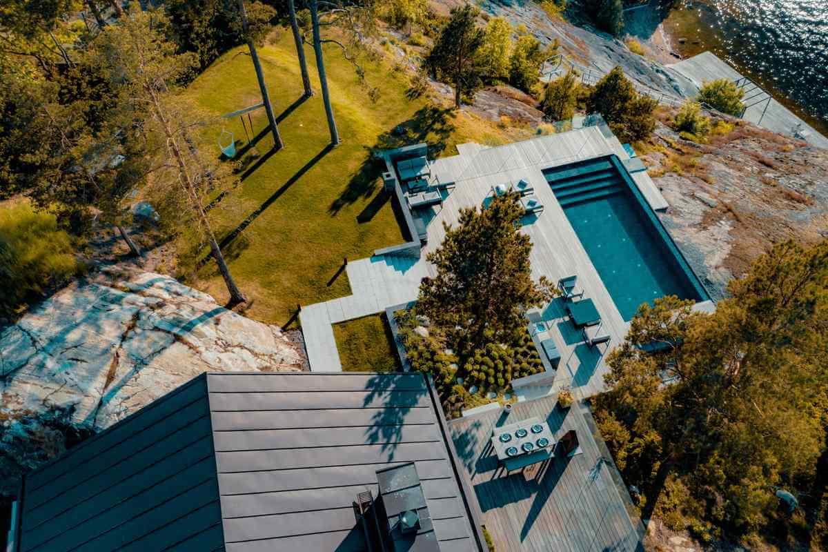 Hus med pool med fin utsikt